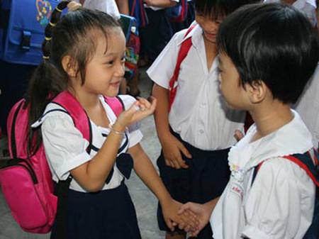 Biết chọn bạn để chơi giúp trẻ tự bảo vệ mình, phân biệt được điều tốt - xấu.
