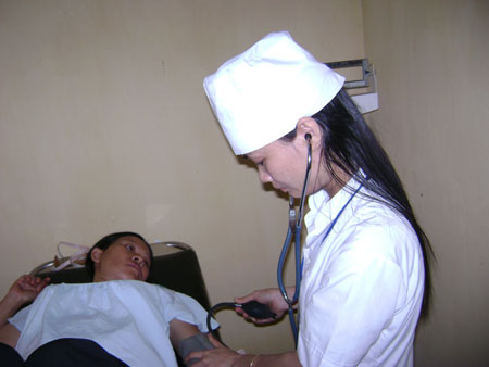 Khám thai định kỳ và khám thai khi có hiện tượng bất thường để làm giảm nguy cơ bị sảy thai