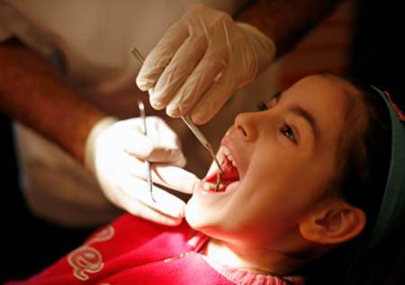 Có một số trẻ cần được điều trị chỉnh hình răng hàm mặt ngay từ sớm
