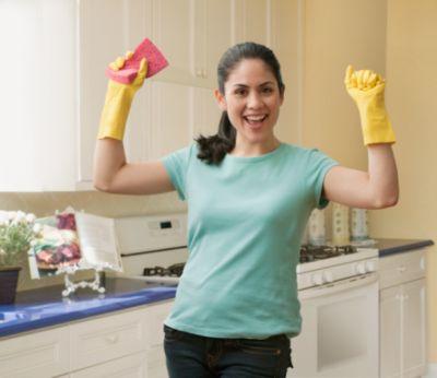 Thường xuyên lau chùi nhà bếp sẽ giúp bạn có thể nấu nướng ngon hơn và đảm bảo sức khỏe cho gia đình mình.