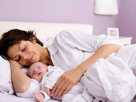Mẹ không nên ngủ quá nhiều sau ca sinh mổ