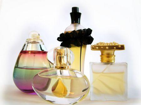 Những thành phần trong nước hoa mới thật sự có ảnh hưởng lớn đến khả năng giữ hương thơm của nó.