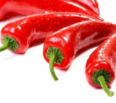 Nên chọn những quả ớt có da bóng, dày, trơn và vẫn còn cuống.