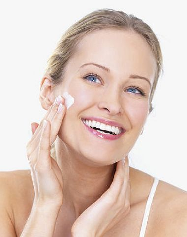 Không nên sử dụng sản phẩm có chất tẩy rửa mạnh để luôn giữ cho làn da được dưỡng ẩm