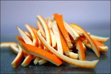 Gội đầu từ nước nấu vỏ cam vỏ bưởi là cách trị gàu hiệu quả