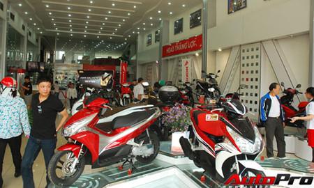 Xe máy Honda Air Blade phiên bản thể thao đang có giá bán ra rẻ hơn niêm yết của nhà sản xuất khoảng 3 triệu đồng.