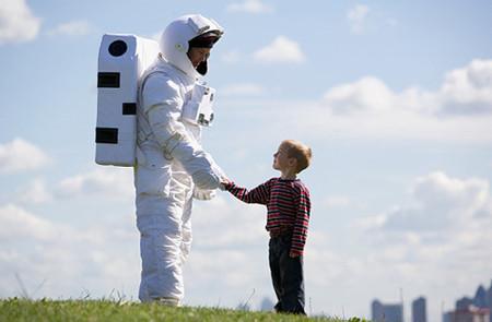 Hãy luôn khen ngợi đánh giá cao con cái khi chúng biết cư xử lễ phép.