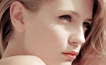 Bạn nên lưu ý chọn mỹ phẩm phù hợp với làn da nếu phải trang điểm.
