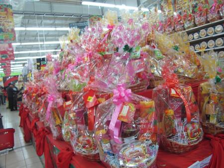 Các bạn có thể lựa chọn giỏ quà bán sẵn hoặc tự tay lựa chọn các sản phẩm để tạo nên giỏ quà của riêng mình.