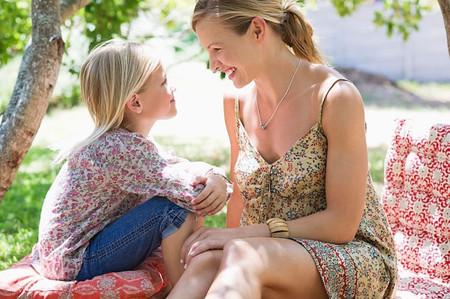 Bạn có thể là một người mẹ thân thiện hoặc có lẽ là một người bạn tốt nhưng chưa hẳn đã là người bạn tốt nhất của con.