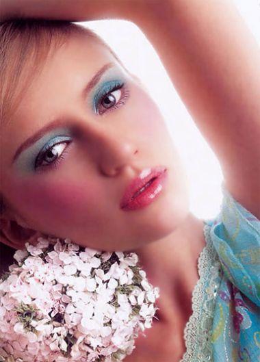Chút son hồng sẽ làm cho bạn tươi tắn và quyến rũ hơn.