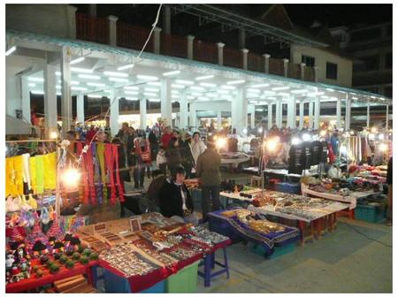 Hầu hết giờ cửa của các hàng và siêu thị ở Thái Lan đều khá muộn.