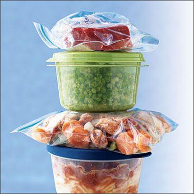 Thịt các loại, hay rau củ còn thừa bạn có thể tận dụng để nấu canh, món hành hoặc cắt nhỏ thêm các loại rau cần thiết khác để nấu món súp.