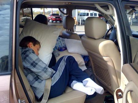 Nhiều bậc phụ huynh rất khó khăn trong việc giúp con không bị say xe