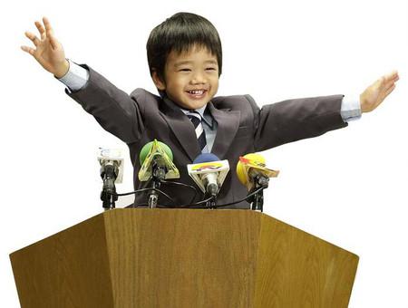 Khi được khen ngợi về những nỗ lực trẻ sẽ có đà tâm lý tốt hơn những lời khen về trí thông minh