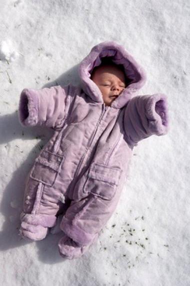 Việc giữ ấm cho bé sơ sinh là rất quan trọng.