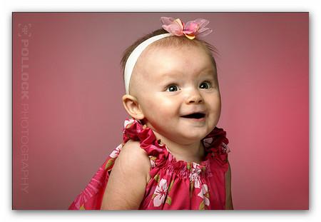 Bé 8 tháng tuổi thể hiện cảm xúc nhiều hơn