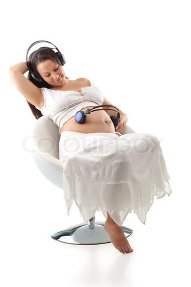 Nghe nhạc rất hữu ích trong việc giảm stress cho thai phụ.
