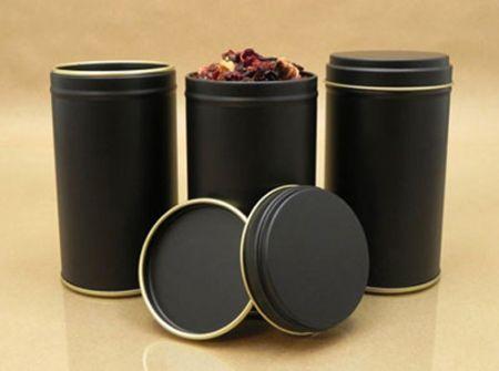 Nên cho trà vào các lọ, hộp kín hơi, tránh xa những nơi có độ ẩm cao.