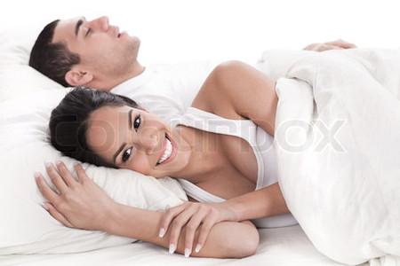 Sau khi yêu, người đàn ông có thể đi vào giấc ngủ dễ dàng là một điều tốt, vậy nên chị em đừng nên ấm ức về điều này.