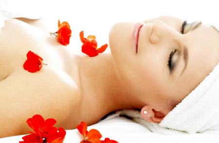 Tẩy da chết giúp làn da bạn có diện mạo rạng rỡ hơn.