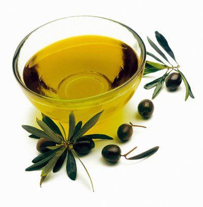 Dùng dầu oliu có thể giúp bạn có được hàm răng trắng bóng.