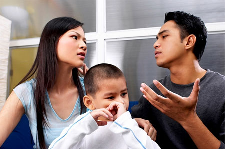 Lần cuối chồng tôi nói với tôi là dù cô có với tôi 10 đứa con thì tôi vẫn lựa chọn mẹ tôi.