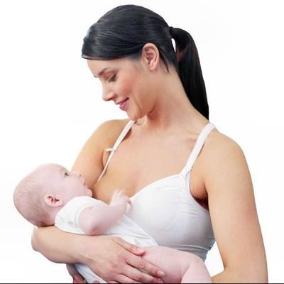 Để có đủ sữa cho trẻ, người mẹ cần chú ý tới dinh dưỡng và cho con bú đúng cách.