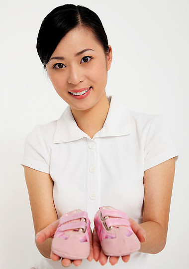 Đi giày không đúng ảnh hưởng rất nghiêm trọng đến một số bộ phận trên cơ thể của bé.