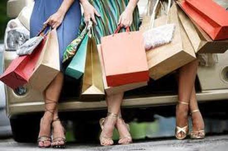 Mua sắm là thú vui thậm chí là niềm đam mê của chị em phụ nữ