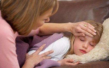 Không nên tắm cho trẻ trong vòng 48 giờ sau khi hết sốt