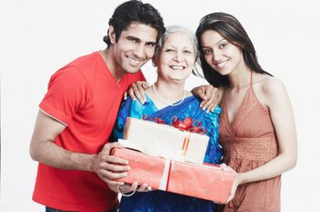 Hãy tặng mẹ những món quà từ chính tình yêu của bạn