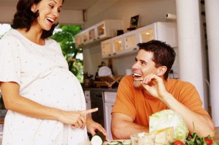 Tâm trạng của mẹ bầu tốt thì sẽ rất có lợi cho sức khỏe của thai nhi