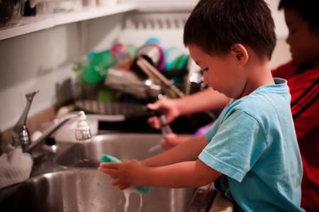 Cho trẻ tự kiếm tiền sớm sẽ đem lại nhiều ích lợi hơn là hại.