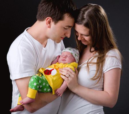 Để giúp bé phát triển tâm lý tốt, bố mẹ phải được trang bị những kiến thức cơ bản về tâm lý, tránh những phiền nhiễu không đáng có đối với đứa con thân yêu của mình.