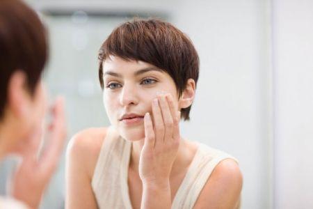 Duy trì một chế độ chăm sóc da hợp lý ban đêm sẽ mang lại cho bạn một làn da luôn tươi trẻ.