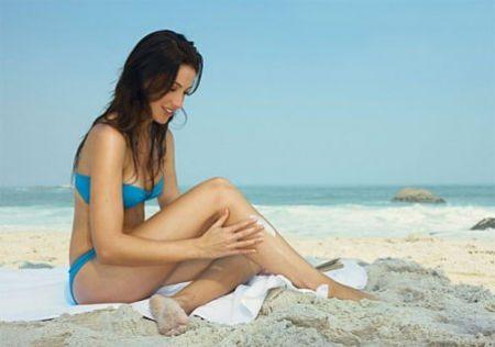 Nên chăm sóc làn da nhạy cảm bằng các sản phẩm dưỡng da có tính làm dịu và dưỡng ẩm cao.
