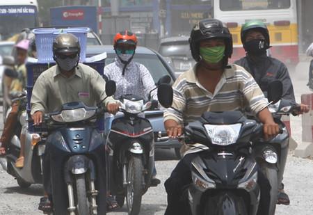 Khói bụi và ô nhiễm là nguyên nhân gây nhiều bệnh tật cho người dân thành thị.