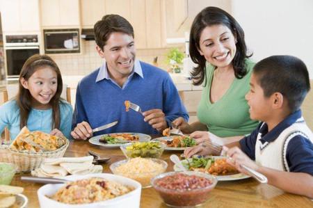 Thường xuyên giành thời gian cho bữa cơm gia đình là điều rất cần thiết