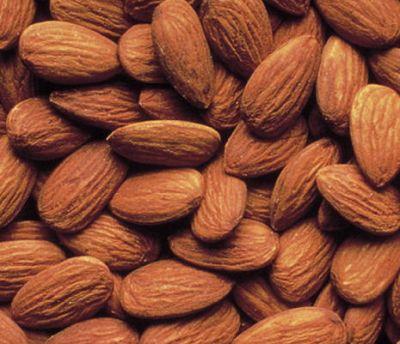 Hạnh nhân rất giàu vitamin E, một chất chống oxy hóa tham gia vào việc thúc đẩy năng lượng cho các tế bào.