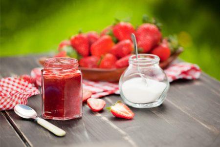 Bạn có thể tận dụng hoa quả để làm mứt trái cây thơm ngon.
