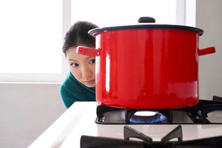 Không nên dùng nồi có đáy lớn đun nấu trên bếp gas mini.