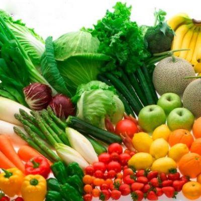 Khi xào rau xanh, cho muối trước rồi hãy cho rau cũng có thể giữ rau tươi màu.