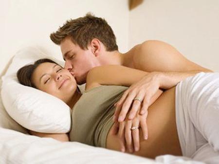 Trong quá trình mang thai, chuyện vợ chồng đôi khi gặp nhiều rắc rối.