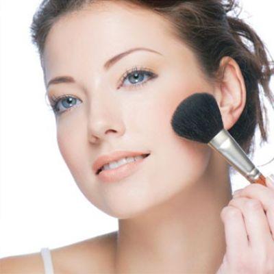 Cần kết hợp trang điểm mũi với các bộ phận khác như mắt, môi để tạo sự hài hòa cho khuôn mặt.