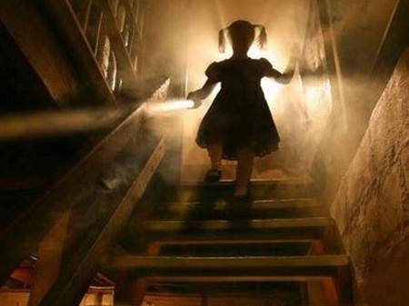 Ở trong bóng tối, trẻ thường hay tưởng tượng hoặc nhớ lại những cảnh tượng hãi hùng mà dẫn đến sự sợ hãi