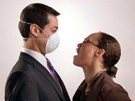 Mùi hôi khiến bạn mất tự tin khi giao tiếp.