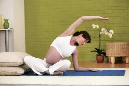 vận động thích hợp trong thời kỳ mang thai  không chỉ giúp rèn luyện sức khỏe mà còn giúp phụ nữ nhanh chóng phục hồi vóc dáng sau khi sinh.