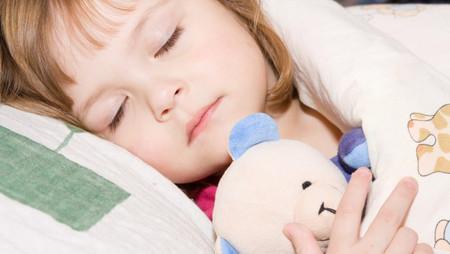 Làm cách nào để bé ra ngủ riêng dễ dàng hơn đôi khi là một vấn đề lớn đối với cha mẹ