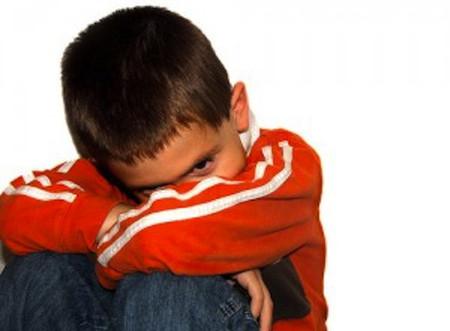 Sự quan tâm của bạn sẽ giúp bé có cảm giác an toàn và tự tin bộc bạch nỗi lòng.